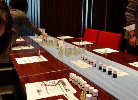 新作香水「アカシア」の発表会